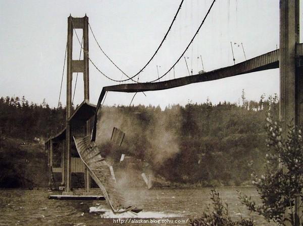 上午在风的作用下坍塌的美国华盛顿州塔科马海峡大桥