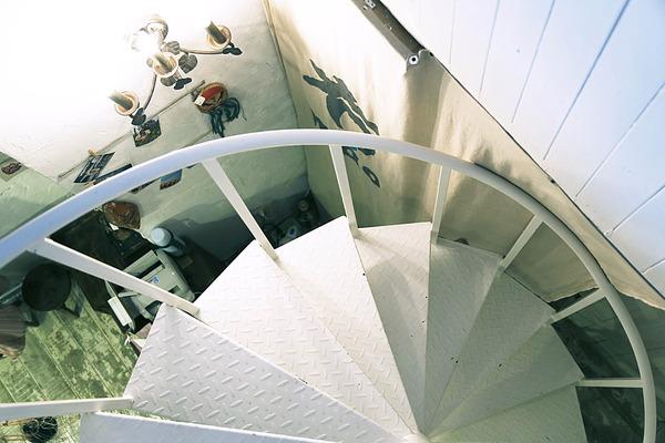 一个小小的楼梯,就把店里的气氛烘托得富有意境。