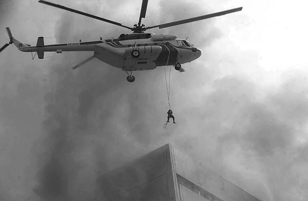 巴基斯坦:直升机火场救人