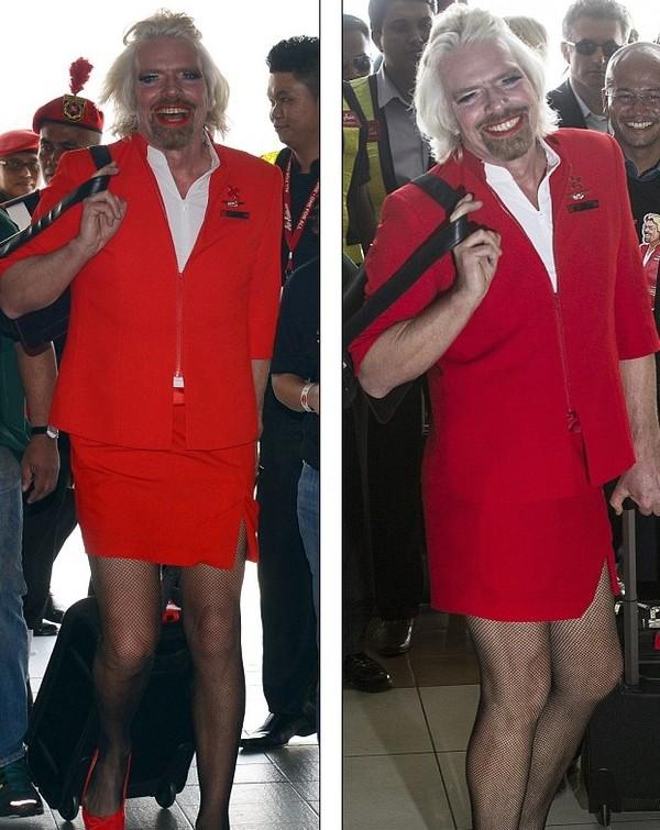 英国亿万富翁理查德·布兰森画红唇穿短裙 变身性感空姐