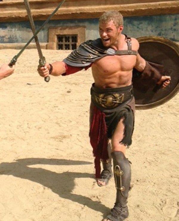 《大力神3d》最新片场曝光 凯南·鲁兹穿盔甲秀健壮肌肉
