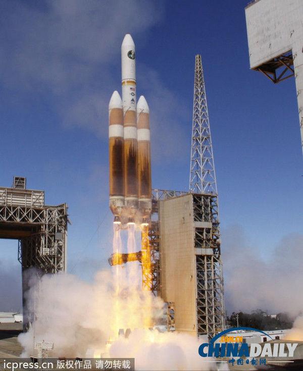 """美国最大的""""德尔塔iv""""型重型火箭发射升空"""