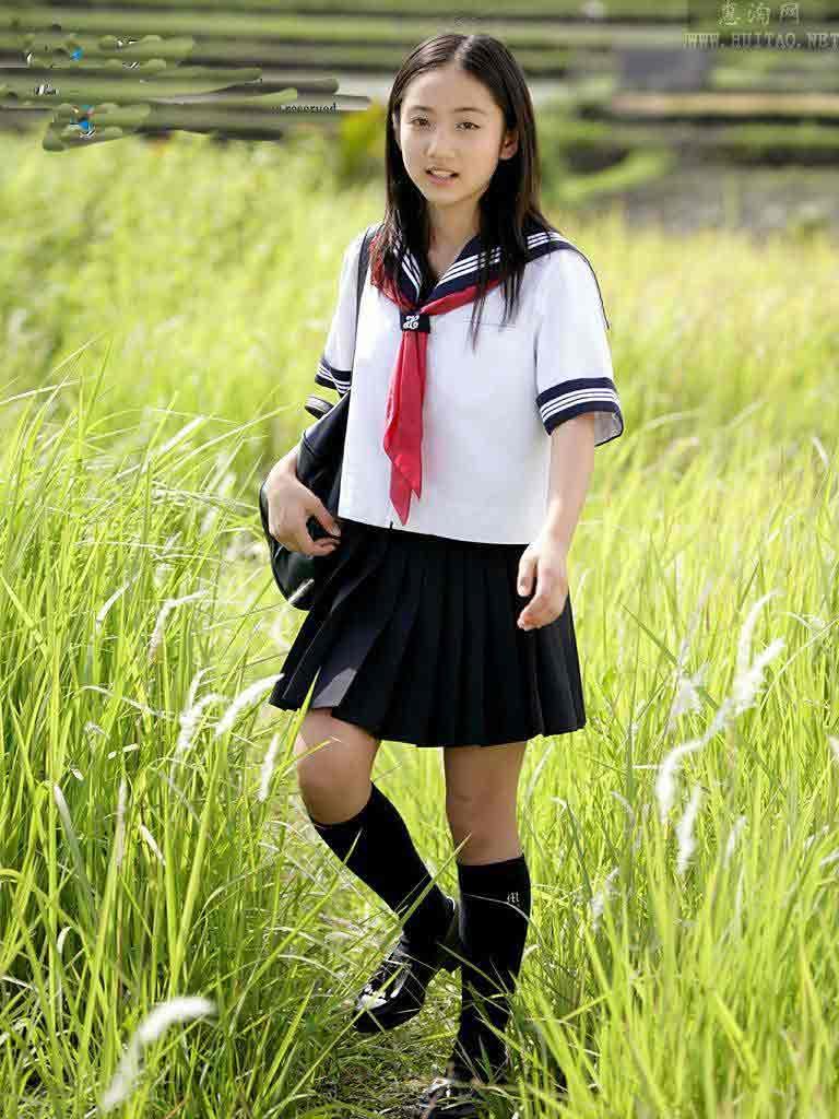 揭秘日本女生校服为啥是水手服; 12岁美少女入江纱绫代言psp《热带