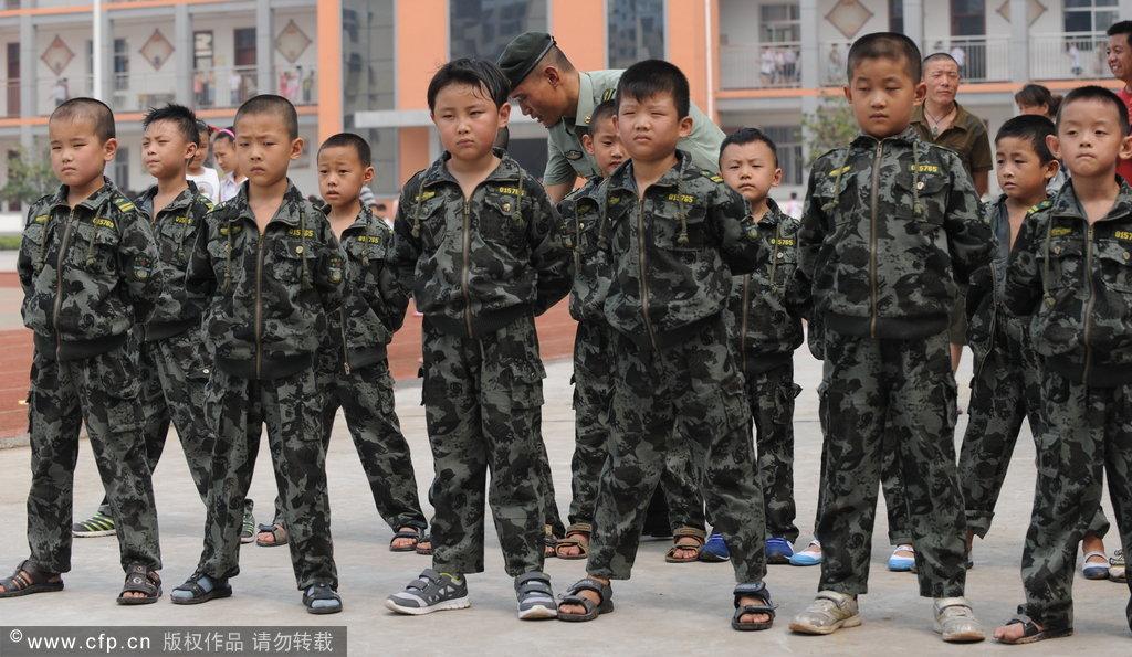 高清大图:从军训看中韩小学生差别