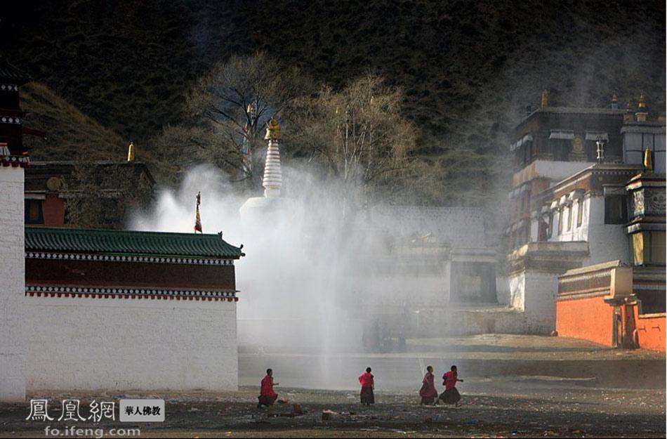 朝圣 西丰 摄影/朝圣不仅是朝拜寺庙的佛菩萨造像,更是朝拜每个人内心的佛;...