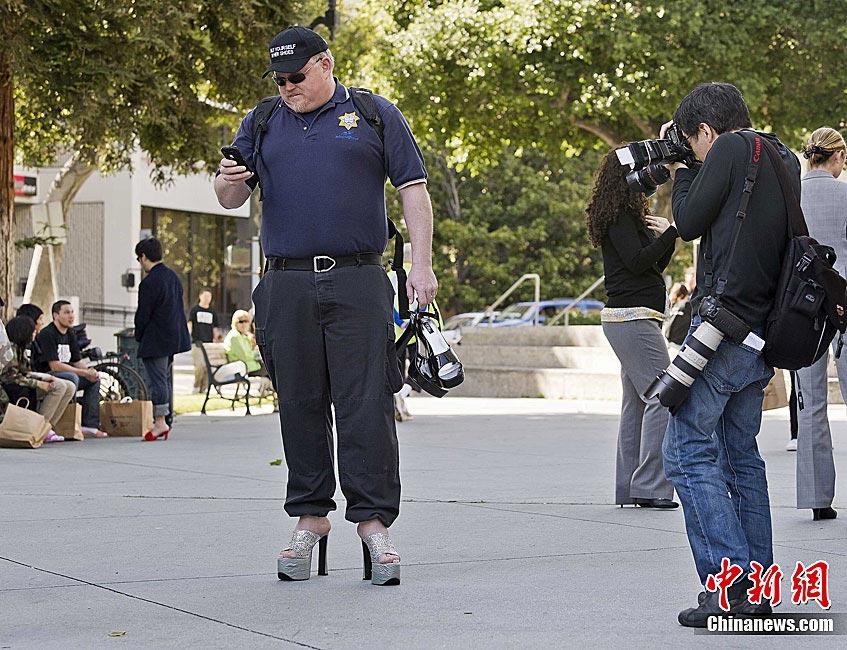 美舉辦男士穿高跟鞋活動 呼吁關注女性圖片