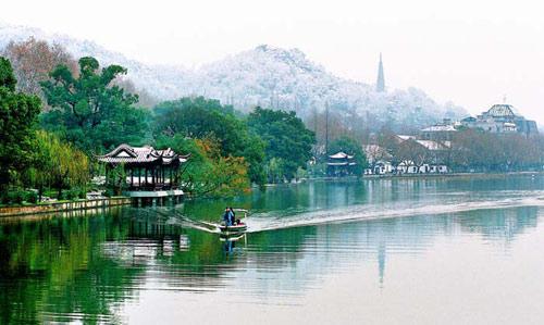 杭州雨天风景图