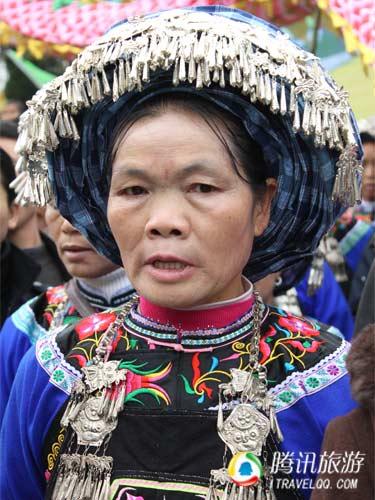 布依族服饰-又是一年 三月三 贵州民族文化齐争艳图片