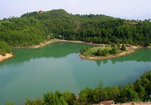 奉节天鹅湖风景区位于重庆市奉节县境内,被列为新县城后花园,是国家aa