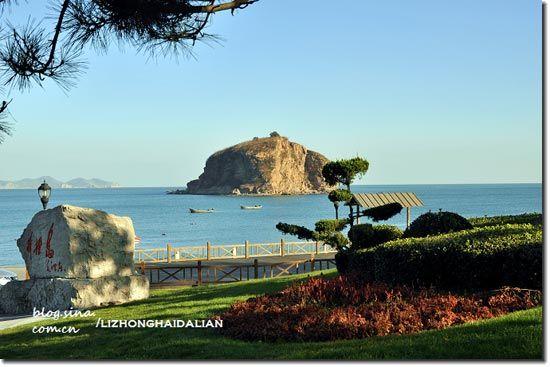 它是贯穿整个大连海滨风景区东西滨海路的要冲,而且也是老虎滩景区