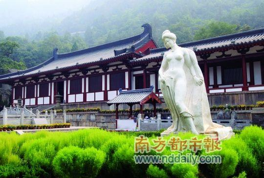 华清池主要分为九龙湖风景区,唐御汤遗址区,西安事变旧址区(环园),唐