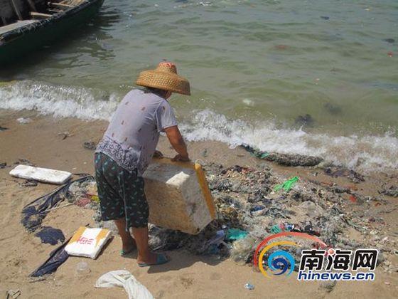 海南乐东小渔村被垃圾包围 让人怎能不惋惜