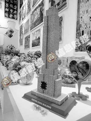 记者看到,一款diy木质拼装模型巴黎铁塔近一个月内就售出276件,而另