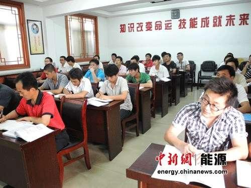 班的学生们正在上课-淮北矿业 四大民生工程 提高职工幸福指数