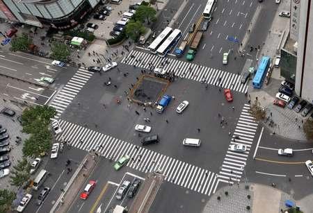 上海火车站附近路面塌陷