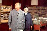 文革结束后离开中南海,调至中国第一历史档案馆工作,后由于个人意愿又调回铁道部,1988年从铁道部老干部局退休。图为:毛泽东晚年,张玉凤一直伴其左右